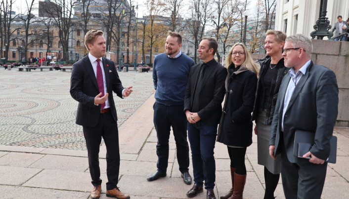 I fjor høst møtte Kristoffer Sivertsen som statssekretær representanter fra Det juridiske fakultet ved UiO. Nå vil han åpne for at fakultetet skal få konkurrenter.