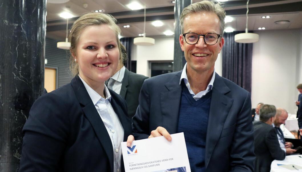 Analytiker Bettina Eileen Engebretsen og partner Erland Skogli i Menon Economics står bak den ferske rapporten. Foto: Henrik Skjevestad