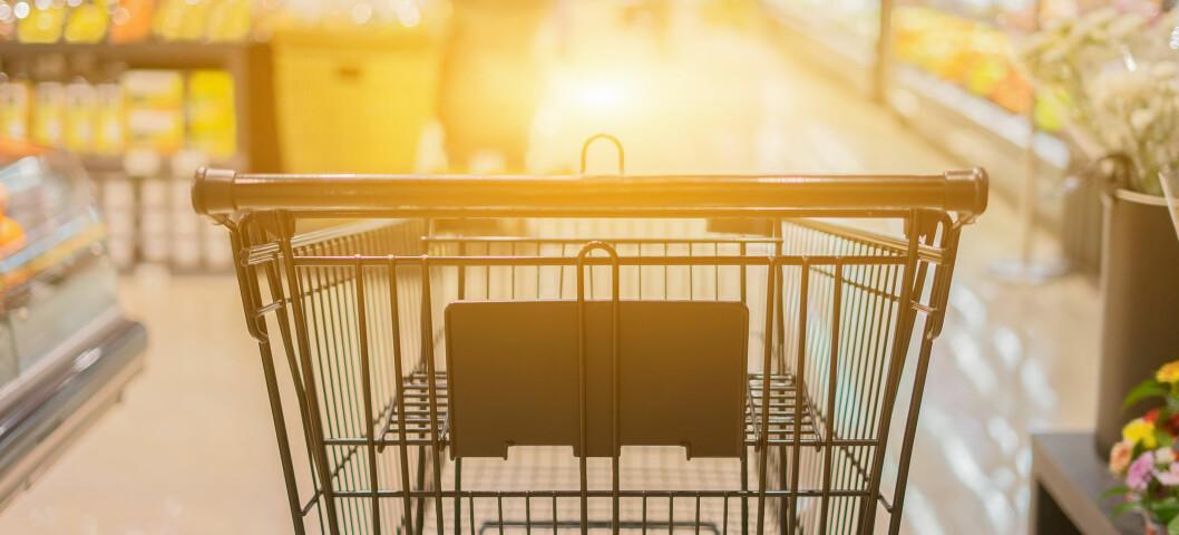 Det er vanskelig å se at lovforslaget bidrar til bedre utvalg og lavere priser til forbrukerne, mener innleggsforfatterne. Foto: Asawin Klabma, Istockphoto