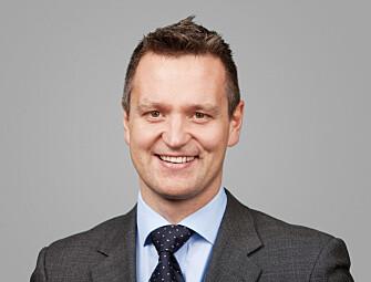 Espen Bakken jobber med M&A, anskaffelser og konkurranserett i Arntzen de Besche. Han var tidligere knyttet til EFTAs overvåkningsorgan ESA som nasjonal ekspert, og har vært praktikant ved EFTA-domstolen.