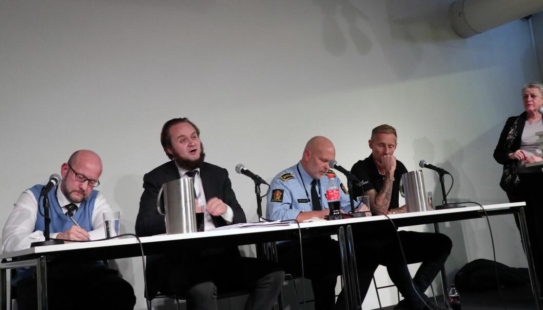 Statsadvokat Geir Evanger, advokat Nils Christian Nordhus, avdelingsleder Ole Jørgen Arvesen i Kripos, Stefan Dahlgren fra Barnas trygghet og ordstyrer Berit Reiss-Andersen.