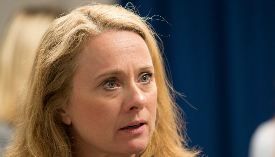 Innleggsforfatteren mener arbeids- og sosialminister Anniken Hauglie og hennes forgjengere må bære hele ansvaret for NAV-skandalen.