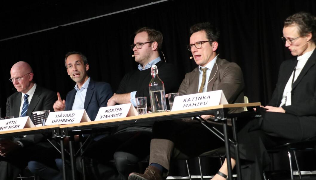 Henrik Bull, Ketil Bøe Moen, Håvard Ormberg, Morten Kinander, og Katinka Mahieu satt i panelet som diskuterte EFTA-domstolen
