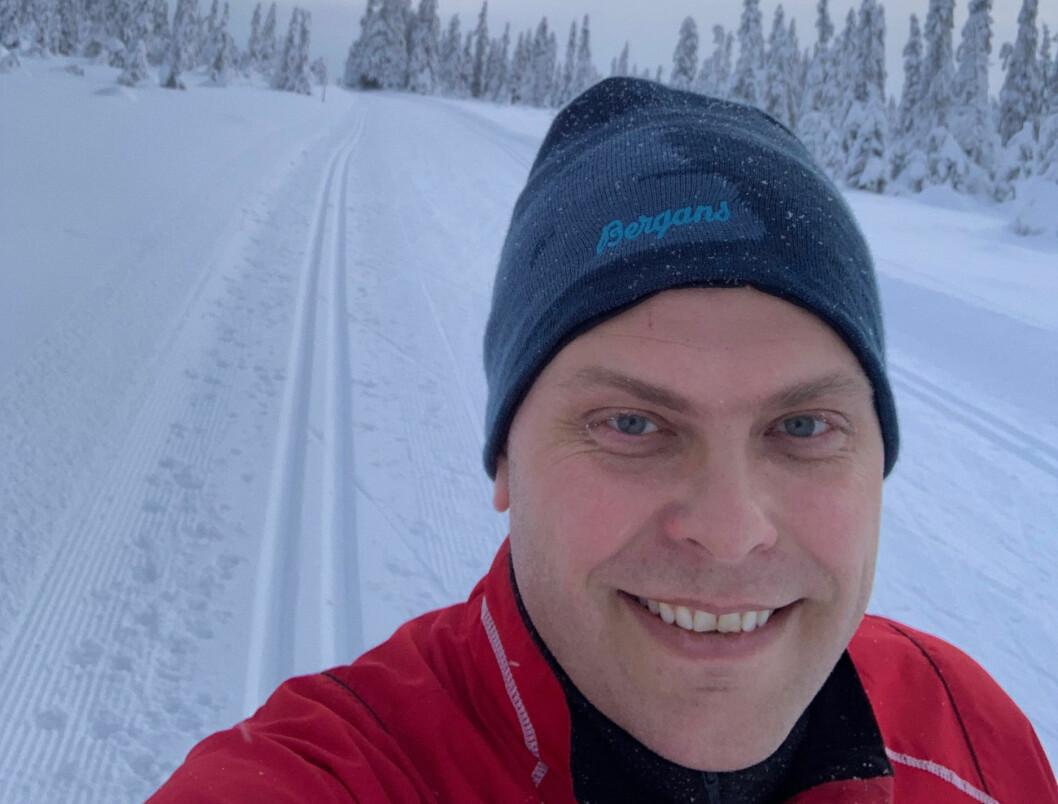 Jøran Kallmyr hygger seg på hytta i Gudbrandsdalen i julen.