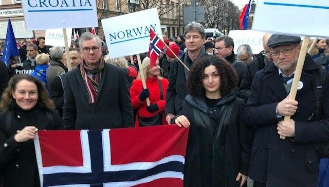 Advokater og dommere fra store deler av Europa, deriblant Norge, gav sin støtte til kampen for rettsikkerheten i Polen lørdag ettermiddag.