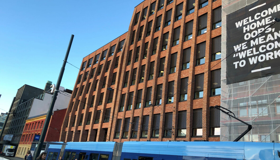 Det nye bygget ligger ved Tullinløkka trikkestopp.