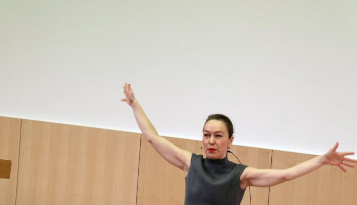 Kunstner Marianne Heier fikk stor applaus for sin tale.