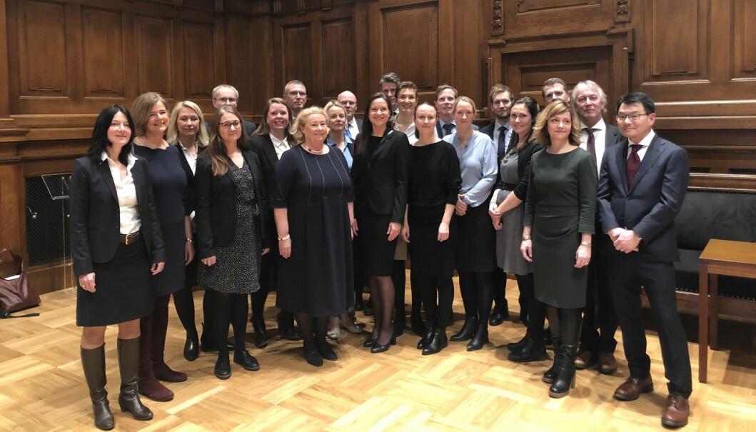 Her er 21 av advokatene sammen med justitiarius Toril Marie Øie.