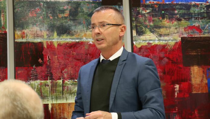 Direktør Sven Marius Urke i Domstoladministrasjonen var tilstede da retningslinjene ble lagt frem.