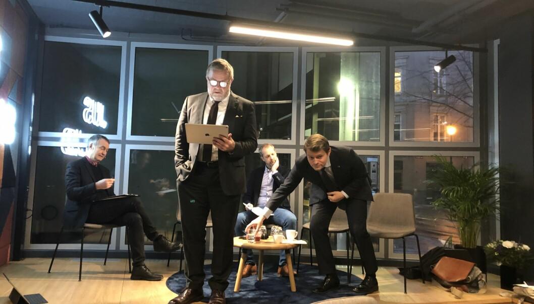 – For oss er dette seminaret starten på et prosjekt, vi håper på mange innspill, sa Jon Wessel-Aas. Til v. debattleder Aslak Bonde, til h. Halvor E. Sigurdsen og Peter Frølich.