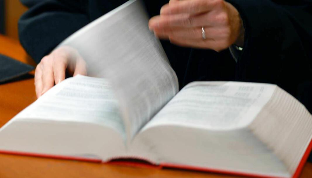 Illustrasjonsbilde domstol, tatt på Oslo Tinghus med dommer Elisabeth som modell.  Illustrasjonsbilde domstol, tatt på Oslo Tinghus med dommer Elisabeth som modell. Lovbok. Spør Aina før bruk