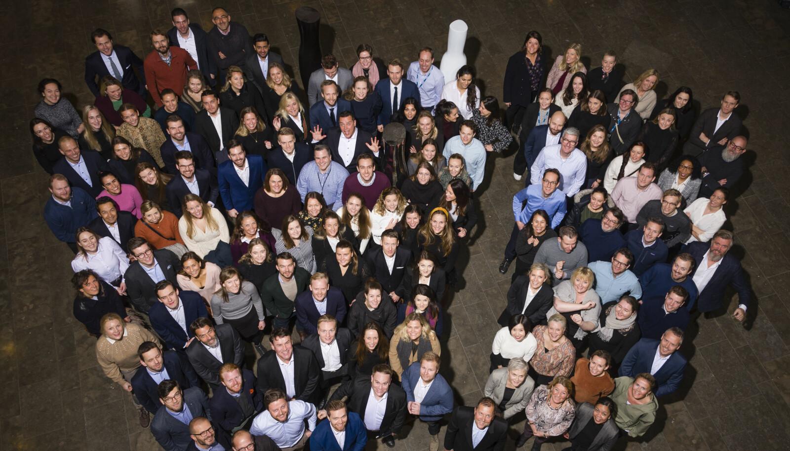 Help har over én million kunder i Norge. Alle i gruppen til venstre er advokater eller fullmektiger, mens gruppen til høyre har andre fagtitler som teknisk utviklere, økonomer og markedsførere.