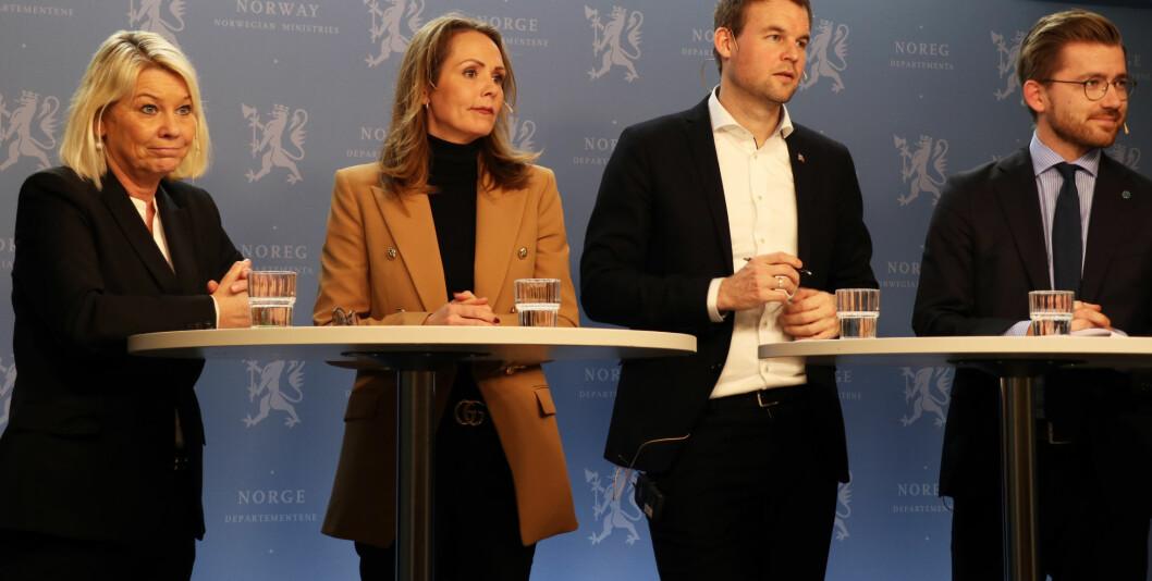 Justisminister Monica Mæland (til v.) la frem det alternative forslaget til domstolstruktur på en pressekonferanse 2. mars. Tilstede var også statsrådene Linda Hofstad Helleland, Kjell Ingolf Ropstad og Sveinung Rotevatn.