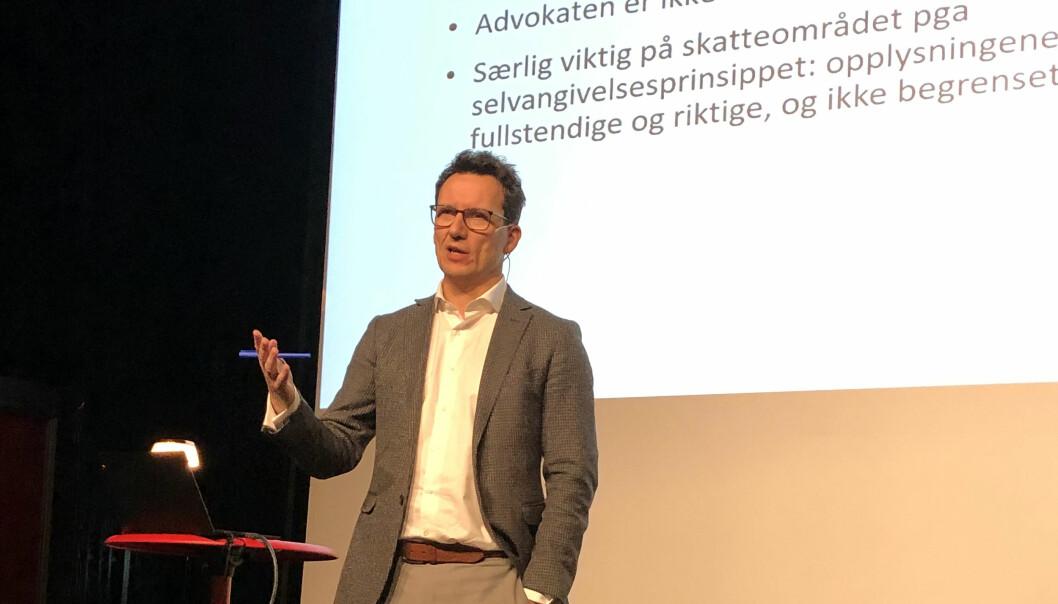 Selskaper som trenger rådgivning beskyttet av sterk taushetsplikt, kan kjøpe den fra eksterne advokater, synes BI-professor Morten Kinander.