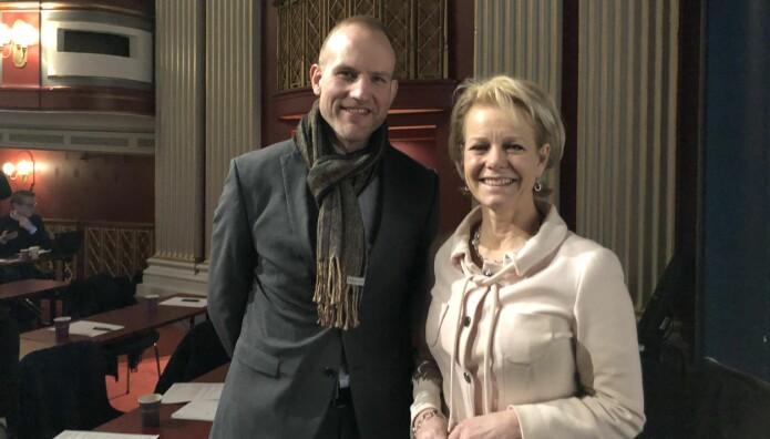 Doktorgradsstipendiat Johannes Mella forsker på advokaters taushetsplikt. Til høyre generalsekretær Merete Smith.