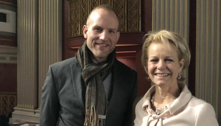 Johannes Mella deltok i vår på et kurs om advokaters taushetsplikt i Oslo. Her med Merete Smith i Advokatforeningen.