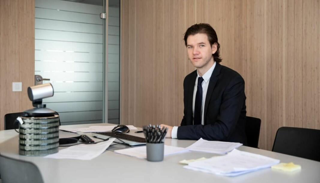 Advokatfullmektig Christoffer Johnsen like før hovedforhandlingen startet på et av Bing Hodnelands møterom.