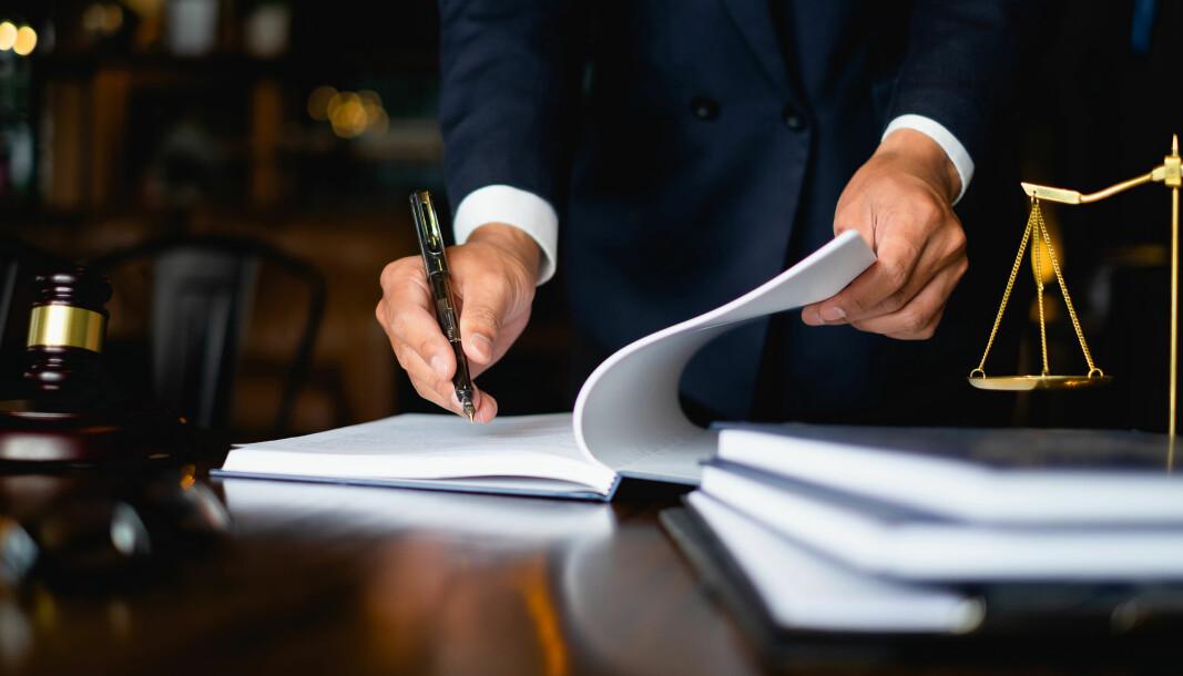 Tilsynsutvalget mener sorenskriveren har opptrådt i strid med god dommerskikk.