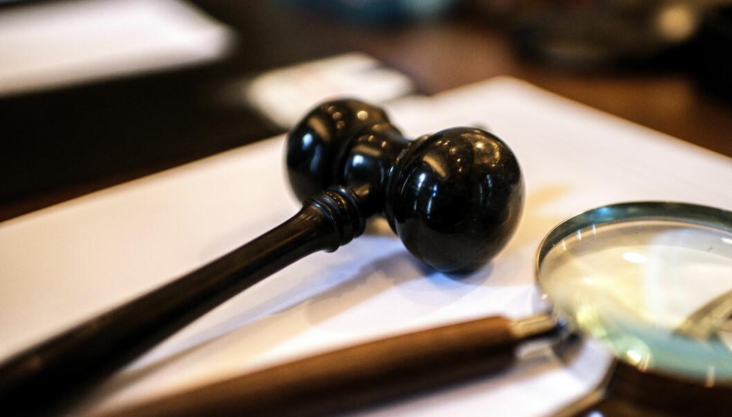 En advokat som klaget inn en dommer i en sak om omsorgsovertakelse, fikk ikke medhold.