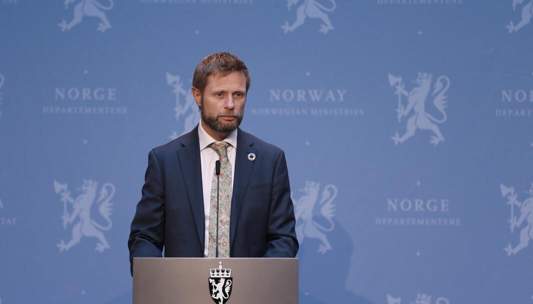 Bent Høie på regjeringens pressekonferanse fredag ettermiddag