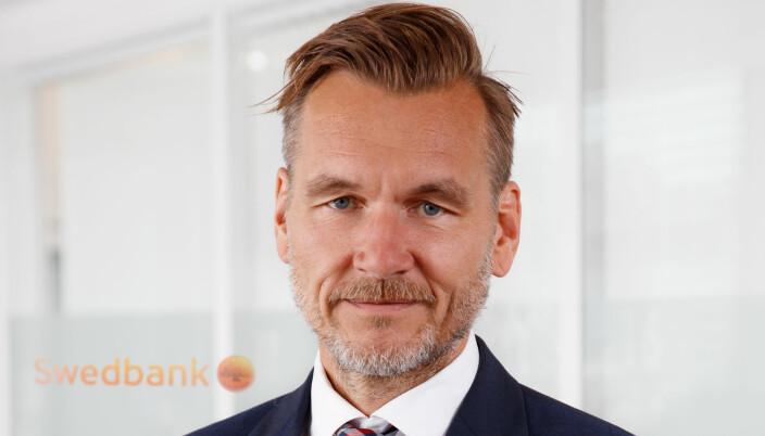 Thomas Rygg Hannestad leder juridisk avdeling i Swedbank, og er oppgitt over at millionbedrifter i advokatbransjen permitterer ansatte.