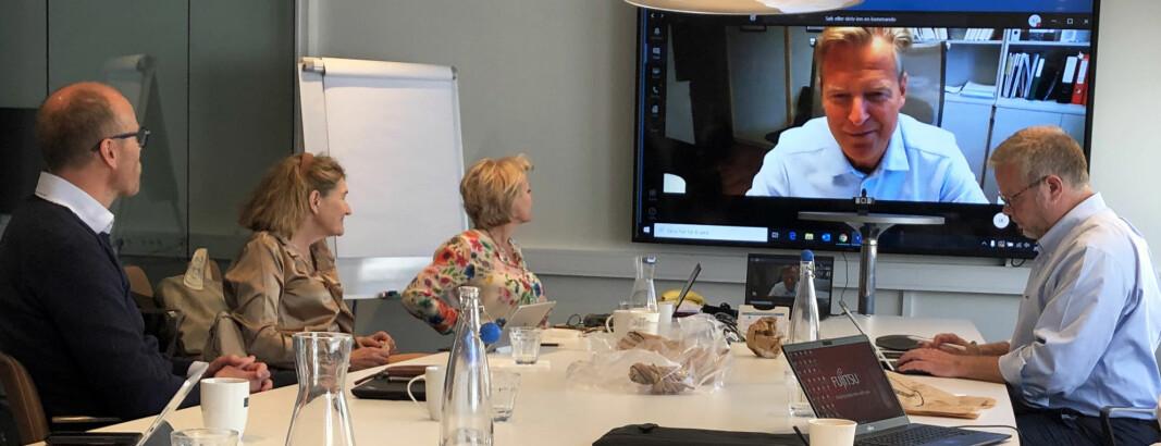 Advokatforeningens hovedstyre behandlet høringsuttalelsen på sitt siste møte med Jens Johan Hjort som leder. Fra v. Arild Dyngeland, Susanne Munch Thore, Merete Smith, Jens Johan Hjort (på skjerm) og Jon Wessel-Aas.