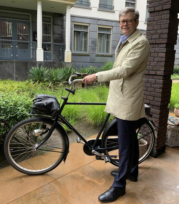Tom Melby Eide sykler gjerne til jobb hjemme i Haag.