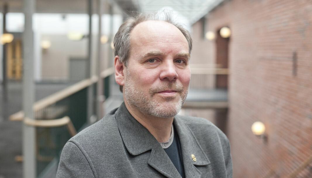 Det første som må gjøres for å reformere jusstudiet er å dele det i to, mener Asbjørn Strandbakken, professor ved UiB.