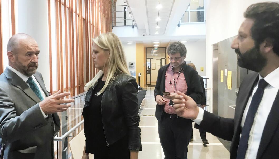 Hermann Skard er bistandsadvokat for tidligere samfunnssikkerhetsminister Ingvild Smines Tybring-Gjedde. Til høyre står TV2s krimreporter Kadafi Zaman.