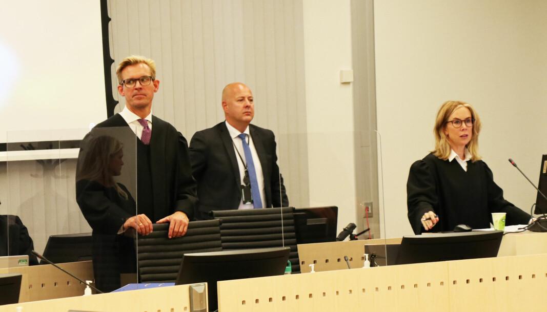 Den første rettsdagen gikk i all hovedsak med til at statsadvokat Marit Formo (t.h.) redegjorde for tiltalen.