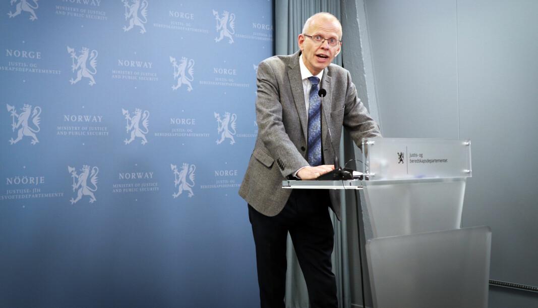 Sorenskriver i Oslo tingrett, Yngve Svendsen, har ledet Domstolkommisjonens arbeid. Her fra overrekkelsen av kommisjonens første delutredning i fjor.