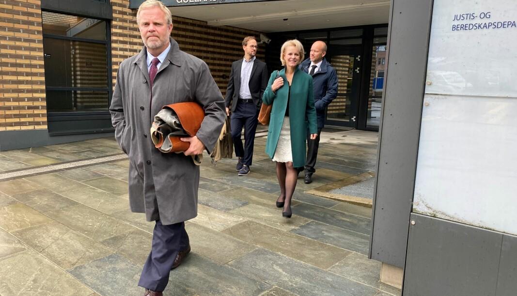 Advokatforeningens representanter på vei ut av møtet med Justis- og beredskapsdepartementet (f.v.) Jon Wessel-Aas, Martin Kaasgaard Nielsen, Merete Smith, og Øyvind Precht Jensen.
