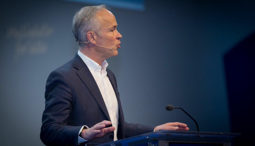 Finansminister Jan Tore Sanner fikk kritikk fra opposisjonen for å ha konsultert et privat advokatfirma fremfor å forelegge saken for lovavdelingen i Justisdepartementet.