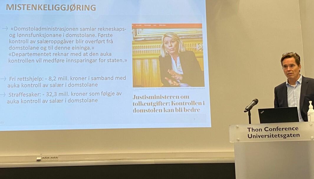 En ny lønns- og regnskapsenhet i Trondheim skal føre kontroll med advokaters salærer, foreslår regjeringen i neste års statsbudsjett.