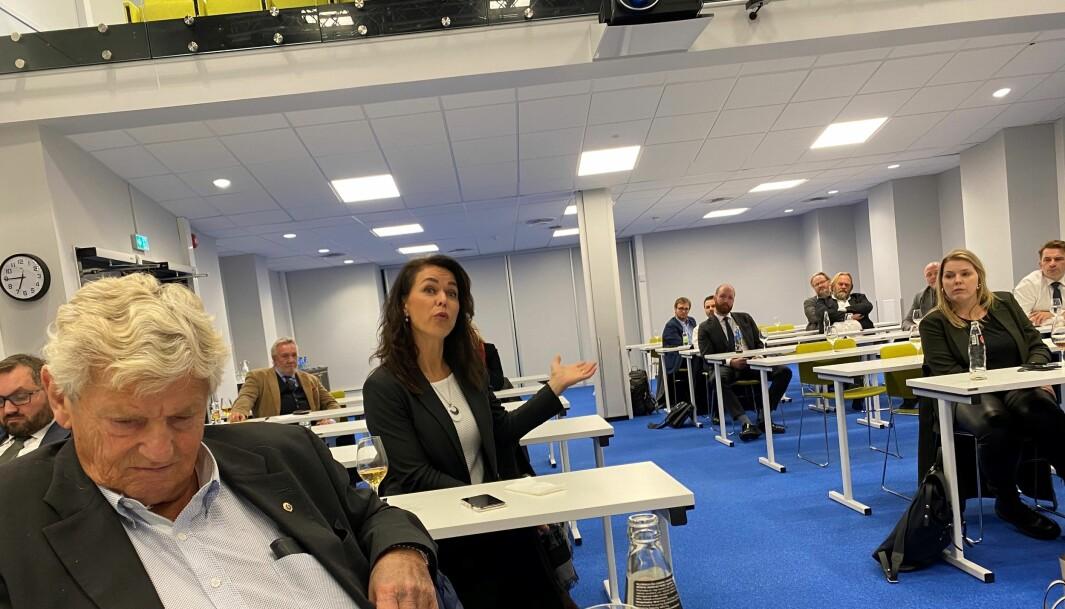 Marijana Lozic i valgkomiteen mente hensynet til advokater som selv ikke er faste forsvarere er godt ivaretatt i det nye styret. Foran Kjell Holden, en av grunnleggerne av Forsvarergruppen.