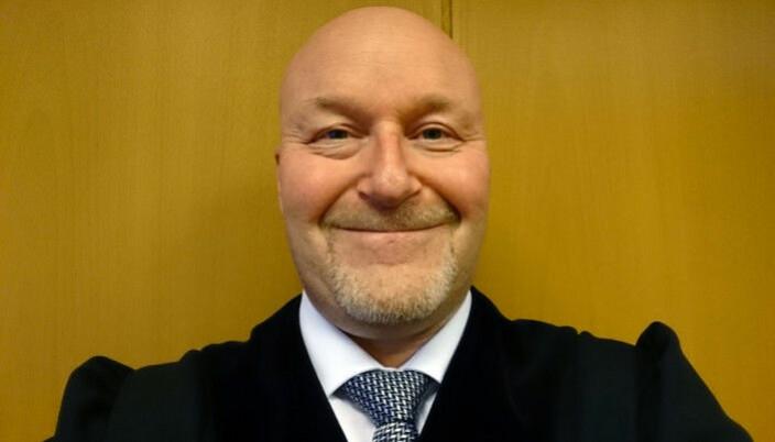 Frank Kjetil Olsen er sorenskriver ved Senja tingrett der det i tillegg til ham er ansatt en dommer, to dommerfullmektiger og tre saksbehandlere.