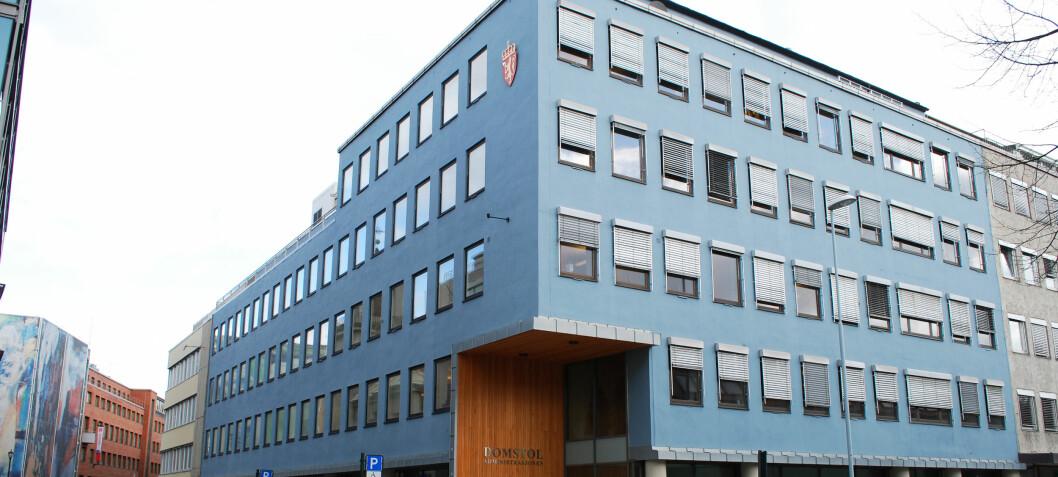 Domstoladministrasjonen og politiet har overpriset gebyret for «begjæring om utlegg»