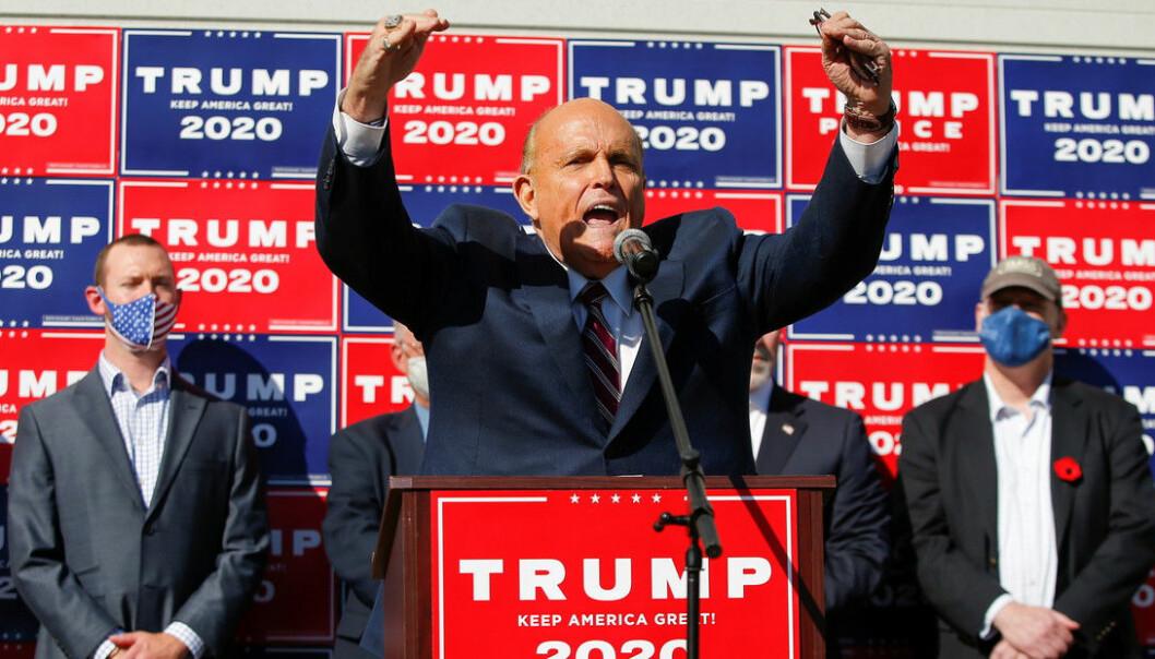 Donald Trumps advokat Rudy Giuliani varsler søksmål i Pennsylvania.