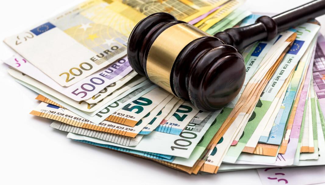 Ansatte advokater i Norge tjener nesten det samme som gjennomsnittslønnen til advokater i Sveits.