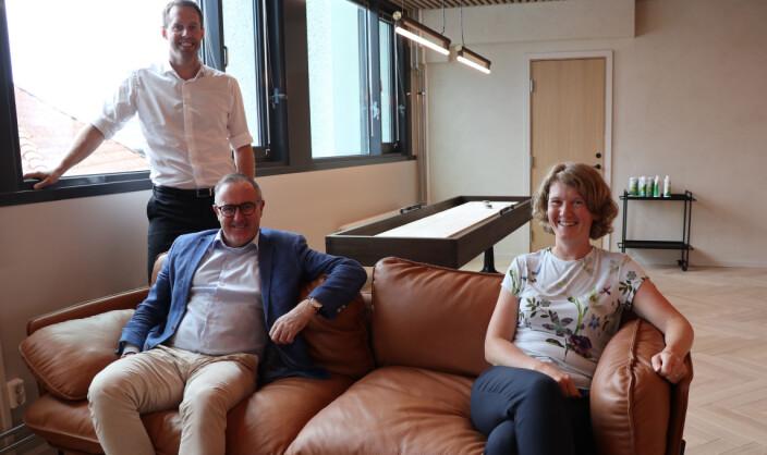 Thommessen flyttet nylig inn i nye lokaler i Stavanger. (f.v.) Jone Stakkestad, Audun Stornes og June Snemyr er alle nye i firmaet og med på satsningen.