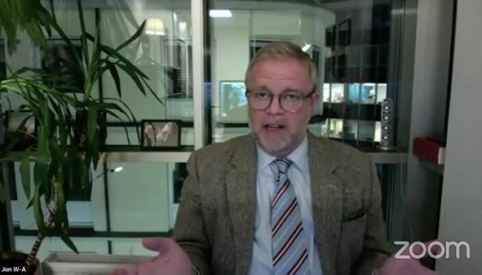 Jon Wessel-Aas mener at det bør høstes erfaringer med oppheving av rettsrådsmonopolet før spørsmålet om å tillate eksterne eiere diskuteres videre.