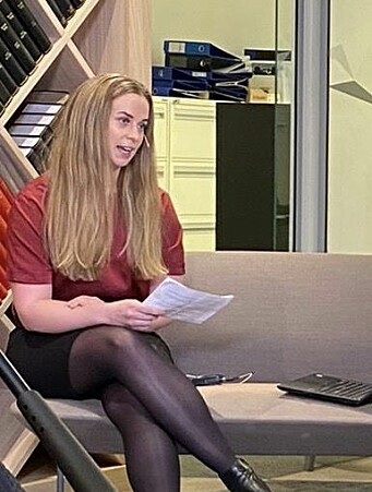 Christine Taaje, leder i Yngre Advokater, innledet debatten.
