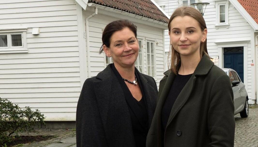 Arnhild og Solveig Skretting har kontor midt i idyllen i Gamle Stavanger.