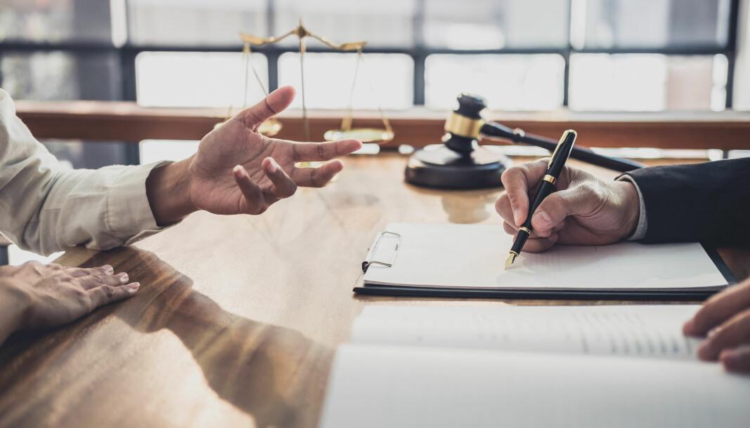 Oppbevaring og registrering av testament ved tingretten reguleres av arveloven § 63.
