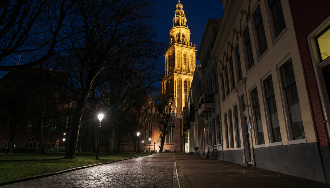 Gatebilde fra Groningen søndag kveld denne uken. Portforbudet gjelder fra klokken 21 på kvelden.