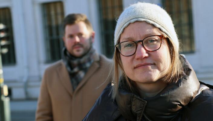 Tina Storsletten Nordstrøm med utvalgsmedlem og EY-advokat Thomas Knutsen i bakgrunnen.