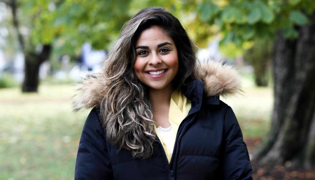 – Av religiøse grunner er det mange som ikke kan eller vil drikke, sier jusstudent Kimiya Sajjadi.