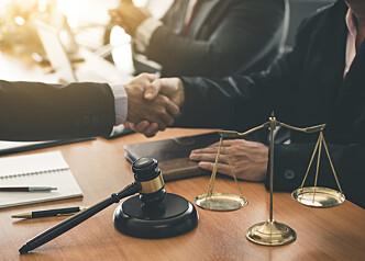 Sjekk hva som er befolkningens opplevelse av advokaters pålitelighet