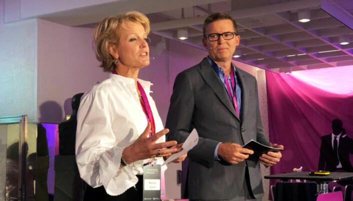 Merete Smith og Torbjørn Buer ledet showet under Advokatenes fagdager 2019.