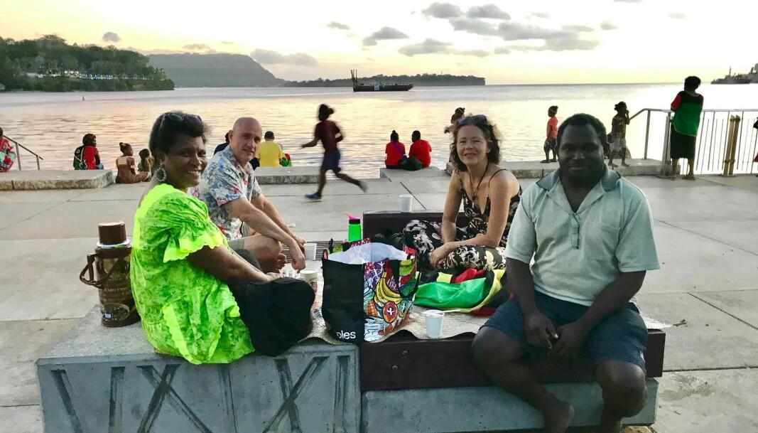 Uavhengighetsfeiring sammen med familien Markward. Ruben er direktør for campus ved universitet i Port Vila, Meresimani er min advokat-kollega.